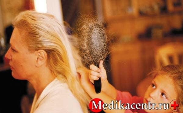 Почему начинают выпадать волосы после родов